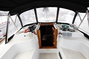 Tartan 372 Companionway Cockpit