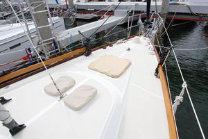 Tartan 372 Forward Deck