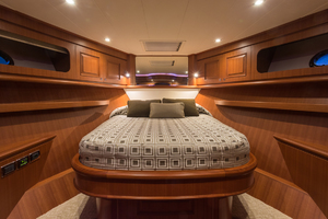 65' Hampton Endurance 658 Lrc 2017 VIPStateroom