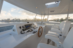 65' Hampton Endurance 658 Lrc 2017 Flybridge Helm