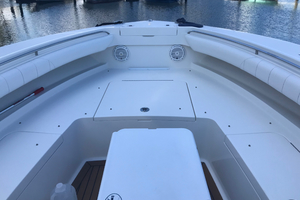Our Trade is a Regulator 34 Yacht For Sale in Palm Beach-34 Regulator Bow-7