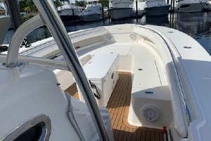 Our Trade is a Regulator 34 Yacht For Sale in Palm Beach-34 Regulator Bow-5