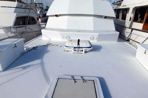 52' Hatteras Convertible 1986 Life Raft and Seating