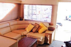 52' Hatteras Convertible 1986 Starboard Salon Seating