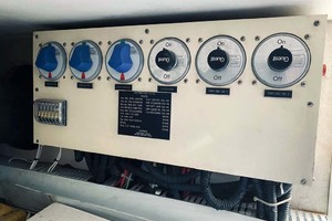 50' Sea Ray Sundancer 1993 Control Panel