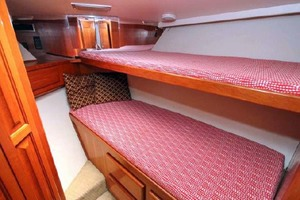 50' Viking Convertible 1993 GuestStateroom