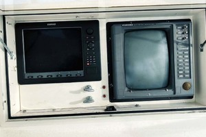 50' Viking Convertible 1993 Electronics
