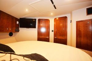 is a Albemarle 410 Convertible Yacht For Sale--37