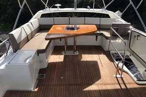 55' Prestige 550 2015 Flybridge Seating