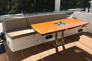 55' Prestige 550 2015 Cockpit Seating  Table