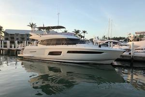 55' Prestige 550 2015 Starboard Profile