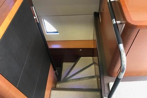 55' Prestige 550 2015 Stairs To Master