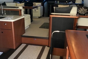 55' Prestige 550 2015 Salon Forward