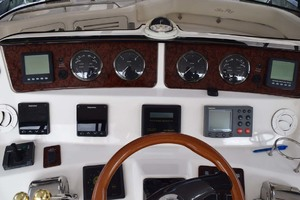 48' Sea Ray 480 Sedan Bridge 2003 HelmOverview