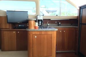 44' Cruisers 4450 Express 2001 44CruisersSalonTVGalley
