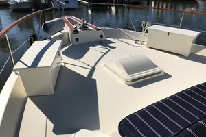 53' Hatteras Motor Yacht Classic 1984 Foredeck