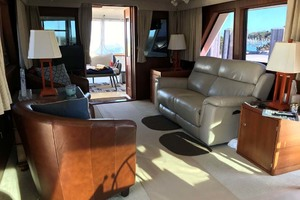53' Hatteras Motor Yacht Classic 1984 Salon