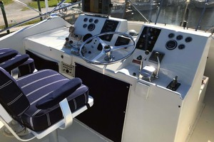 53' Hatteras Motor Yacht Classic 1984 BridgeHelm