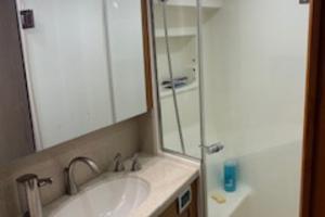 54' Ocean Yachts Convertible 2009 Shower