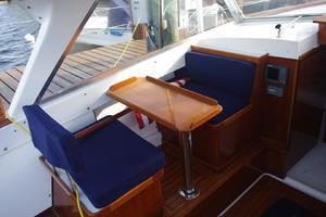 Bertram 25 - Barnacle - Helm Deck Seating