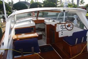 Bertram 25 - Barnacle - Helm Deck