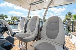 Azimut 36 - Veloce - Helm Seating