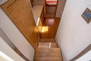 Azimut 36 - Veloce - Stairs to Salon