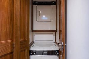 Companionway (Washer/Dryer)