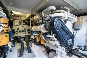 53 Azimut Engine Room