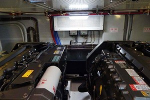 40' Windsor Craft By Vicem Yacht 40' Hardtop 2009 Engine Room