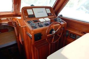 40' Windsor Craft By Vicem Yacht 40' Hardtop 2009 Helm