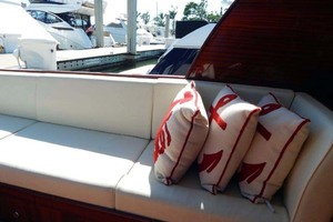 40' Windsor Craft By Vicem Yacht 40' Hardtop 2009 Cockpit Settee