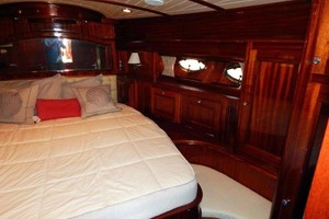 40' Windsor Craft By Vicem Yacht 40' Hardtop 2009 Master Stateroom