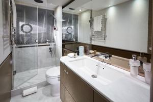 V65 Interior Owners Bathroom