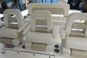Boston Whaler 42 - Boss Lady - Helm Seating