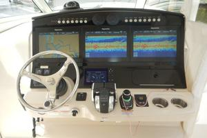 Boston Whaler 42 - Boss Lady - Helm
