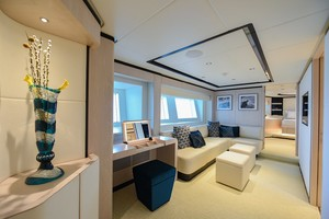 MAJESTY 120 is a Majesty Yachts Raised Pilothouse Yacht For Sale-Lower Deck Foyer-17
