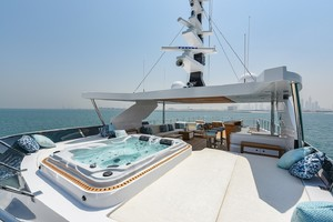 MAJESTY 120 is a Majesty Yachts Raised Pilothouse Yacht For Sale-Flybridge - Jacuzzi-33