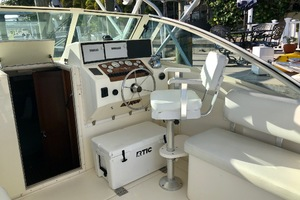 Freedom is a Albemarle 32 Express Yacht For Sale in St. Petersburg-32 Albemarle Express Helm-4