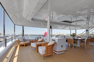 Skylounge Aft Deck - Screen Up