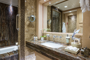 Port Guest VIP Bathroom with Tub