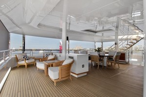 Skylounge Aft Deck - Screen Down