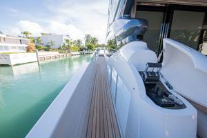Aft deck docking system