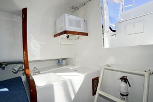 L&H 33 - Munequita - Galley