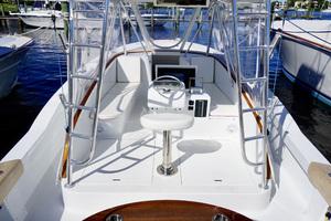 L&H 33 - Munequita - Helm Deck