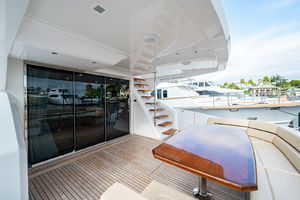 viking-75-2016-enclosed-bridge-Cockpit