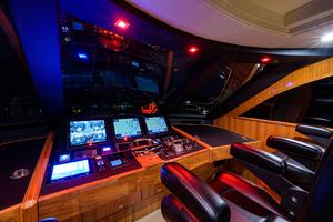 viking-75-2016-enclosed-bridge-helm-station