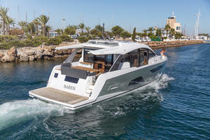 Picture Of a 2022 Sealine 52 C530 Motor Yachts   1628302