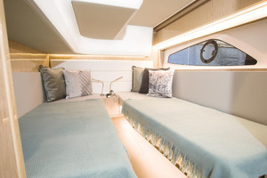 Picture Of a 2022 Sealine 39 C390 Motor Yachts | 1628489