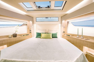 Picture Of a 2022 Sealine 39 C390 Motor Yachts | 1628491
